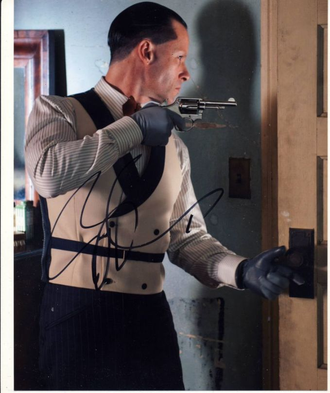 Guy Pearce Autograph Signed 10x8 Photo